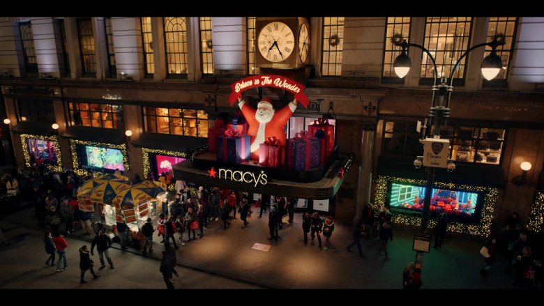 Macy's Store and Sabrett Hot Dogs in Dash & Lily S01E01 (2)
