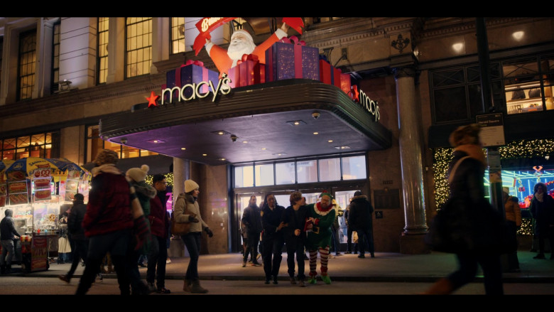 Macy's Store and Sabrett Hot Dogs in Dash & Lily S01E01 (3)