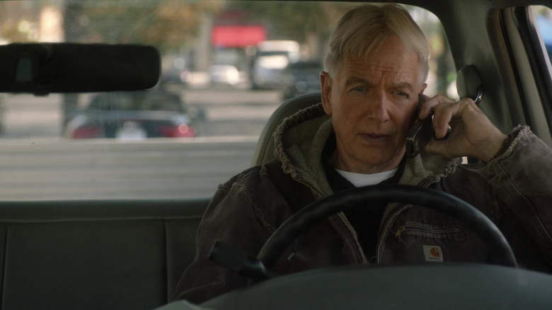 Mark Harmon as Leroy Jethro Gibbs Wears Carhartt Sierra Sandstone Sherpa-Lined Jacket Outfit in NCIS S18E01 TV Show (1)