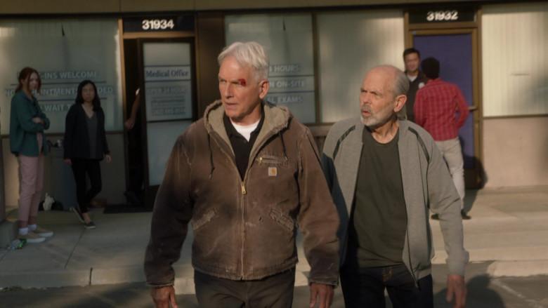 Mark Harmon as Leroy Jethro Gibbs Wears Carhartt Sierra Sandstone Sherpa-Lined Jacket Outfit in NCIS S18E01 TV Show (2)