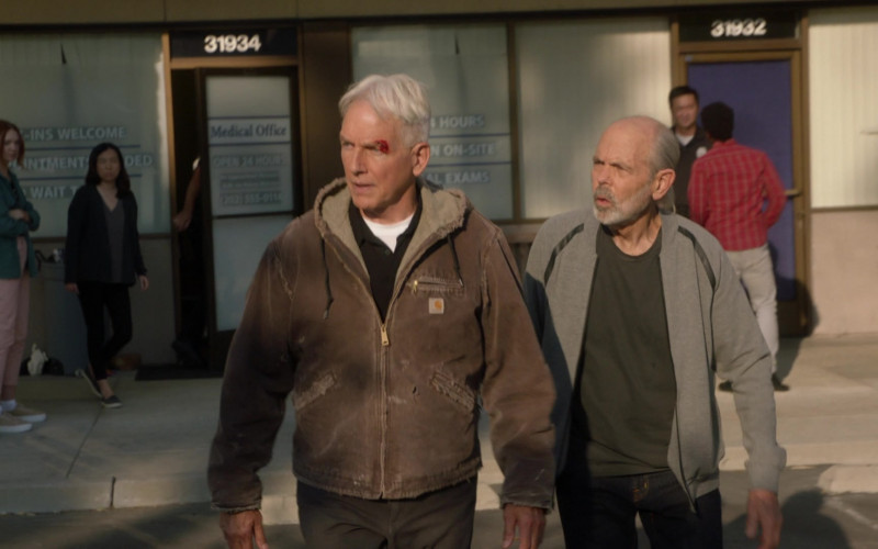 Mark Harmon as Leroy Jethro Gibbs Wears Carhartt Sierra Sandstone Sherpa-Lined Jacket Outfit in NCIS S18E01 TV Show (2)