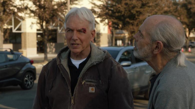 Mark Harmon as Leroy Jethro Gibbs Wears Carhartt Sierra Sandstone Sherpa-Lined Jacket Outfit in NCIS S18E01 TV Show (3)