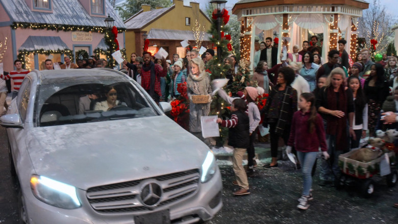 Mercedes-Benz Car in Christmas on the Square (1)