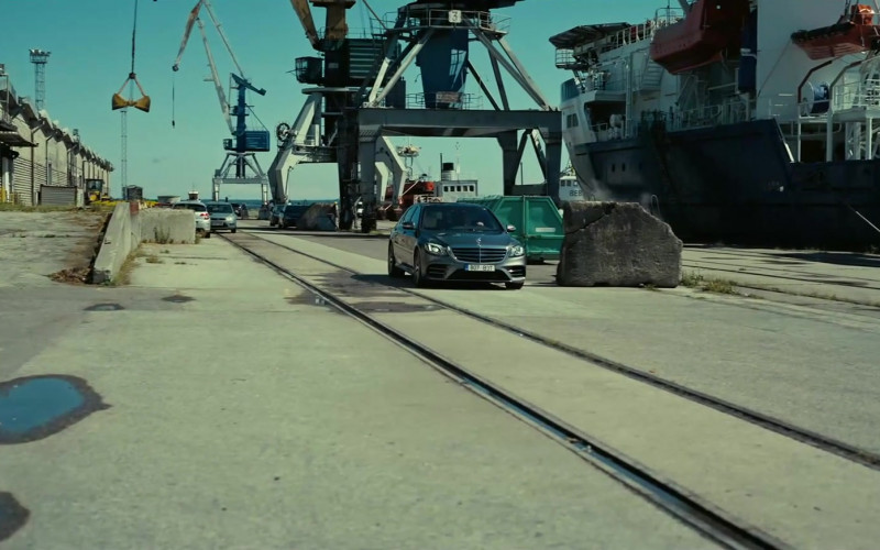 Mercedes-Benz S-Class Car in Tenet (1)