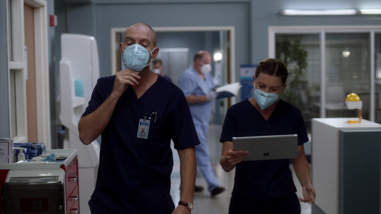 Microsoft Surface Tablet in Grey's Anatomy S17E02 The Center Won't Hold (2020)