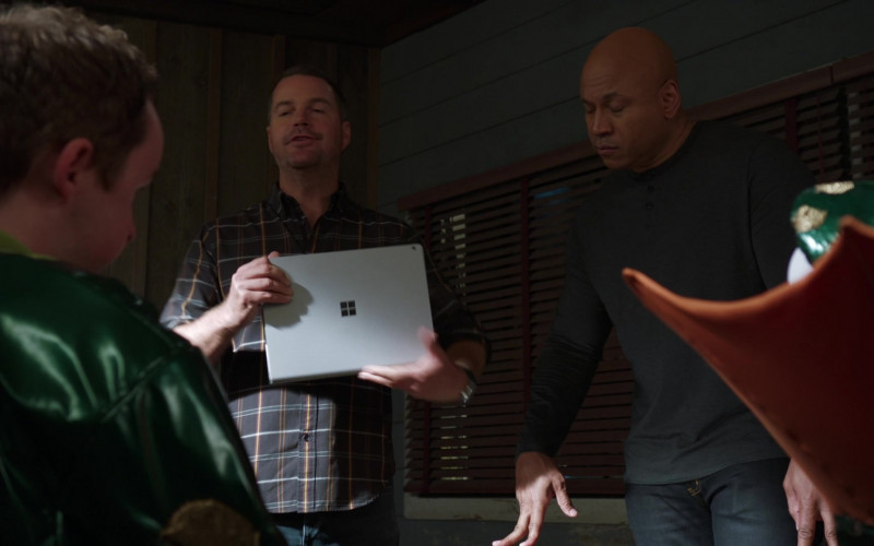 Microsoft Surface Tablet of G. Callen Chris O'Donnell in NCIS Los Angeles S12E03