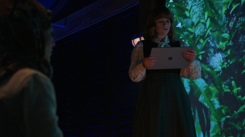 Microsoft Surface Tablet of Renée Felice Smith as Nell in NCIS Los Angeles S12E02 (1)