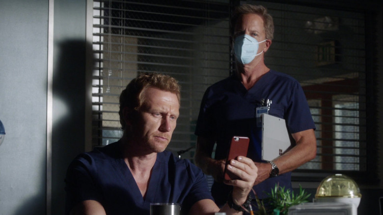 Microsoft Surface Tablets in Grey's Anatomy S17E03 TV Show (1)