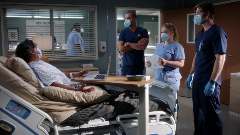 Microsoft Surface Tablets in Grey's Anatomy S17E03 TV Show (4)