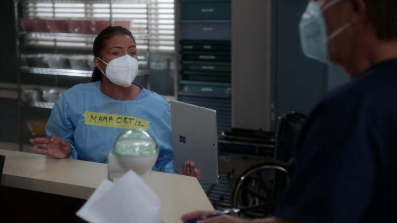 Microsoft Surface Tablets in Grey's Anatomy S17E03 TV Show (5)