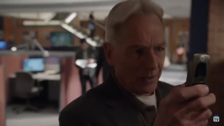 Motorola i850 Flip Phone Used by Mark Harmon as Leroy Jethro Gibbs in NCIS S16E24 (1)