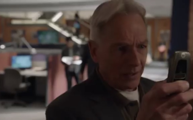 Motorola i850 Flip Phone Used by Mark Harmon as Leroy Jethro Gibbs in NCIS S16E24 (1)