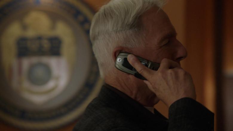 Motorola i850 Mobile Phone of Mark Harmon as Leroy Jethro Gibbs in NCIS S18E01 TV Show