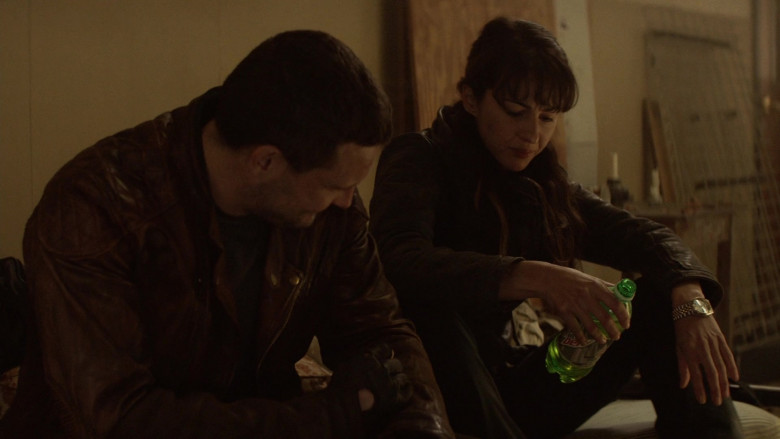 Mountain Dew Soda ENjoyed by Actors in The Walking Dead World Beyond S01E07 TV Show (3)