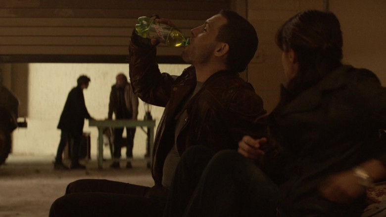 Mountain Dew Soda ENjoyed by Actors in The Walking Dead World Beyond S01E07 TV Show (4)