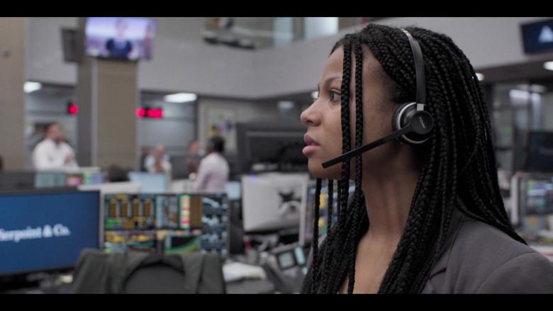 Mpow Headset of Myha'la Herrold as Harper Stern in Industry S01E04 Sesh (2020)