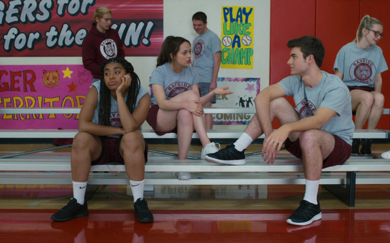 Nike Black Sneakers and White Socks of Alycia Pascual-Peña as Aisha Garcia in Saved by the Bell S01E03