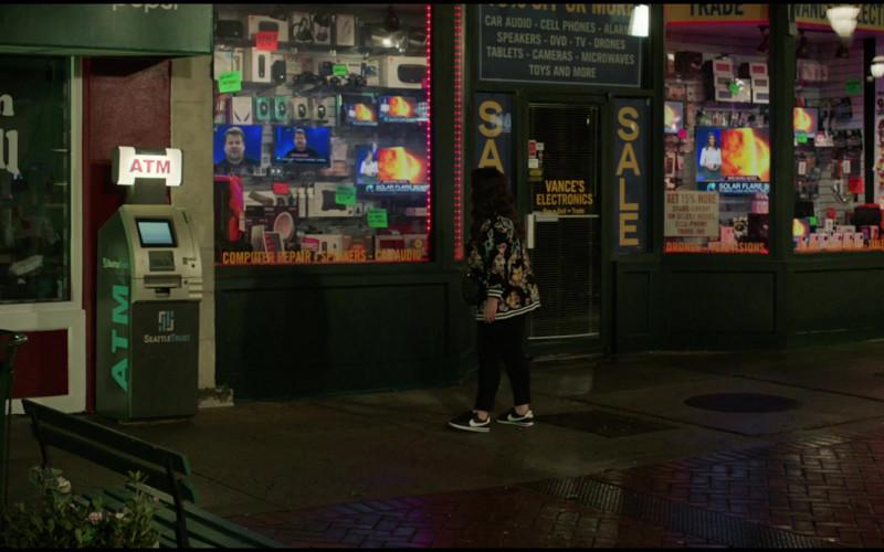 Nike Black Sneakers of Melissa McCarthy as Carol Peters in Superintelligence (2020)