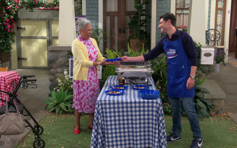 Nike Cortez Sneakers of Max Greenfield as Dave in The Neighborhood S03E02 (1)