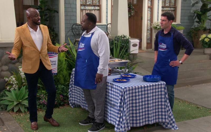 Nike Sneakers of Cedric Antonio Kyles (Cedric the Entertainer as Calvin Butler) in The Neighborhood S03E02 (1)