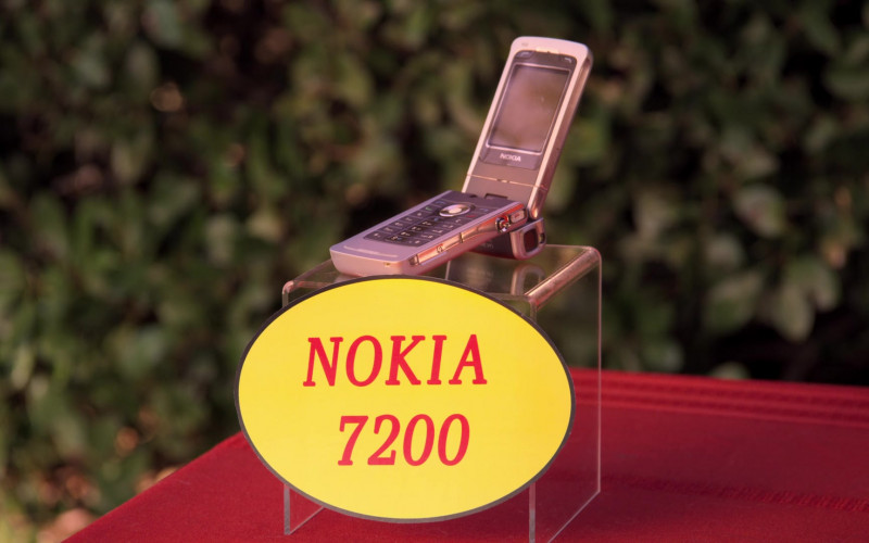 Nokia 7200 Mobile Phone in Aunty Donna's Big Ol' House of Fun S01E01 Housemates (2020)