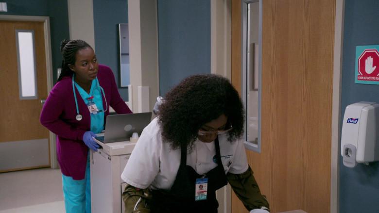 PURELL Hand Sanitizer Dispenser in Bob Hearts Abishola S02E01 TV Series (1)