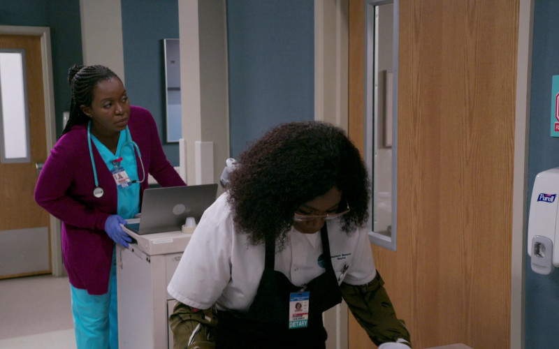 PURELL Hand Sanitizer Dispenser in Bob Hearts Abishola S02E01 TV Series (1)