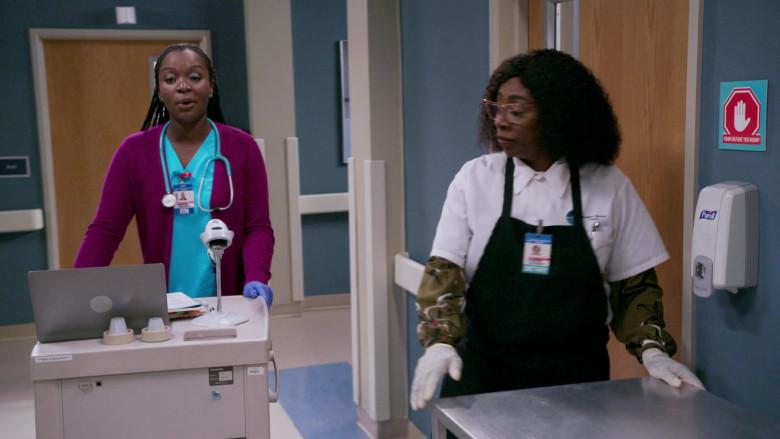 PURELL Hand Sanitizer Dispenser in Bob Hearts Abishola S02E01 TV Series (2)