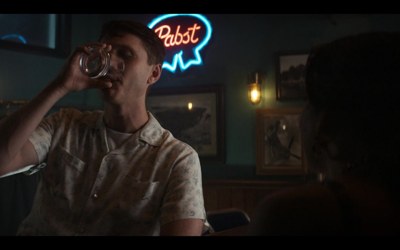 Pabst Beer Neon Sign in The Right Stuff S01E06 Vostok (2020)