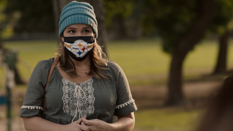 Pittsburgh Steelers American Football Team Face Mask in This Is Us S05E03 Changes (2020)