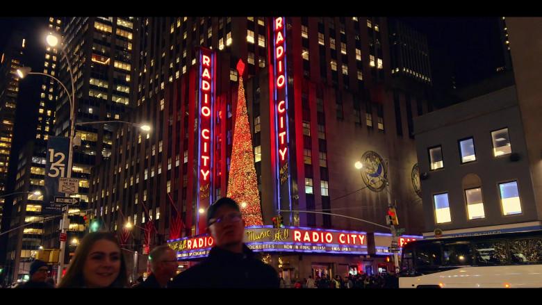 Radio City in Dash & Lily S01E05 Sofia & Edgar (2020)