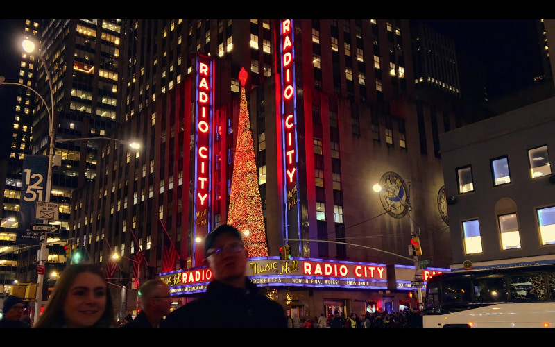 Radio City in Dash & Lily S01E05 Sofia & Edgar (2020)