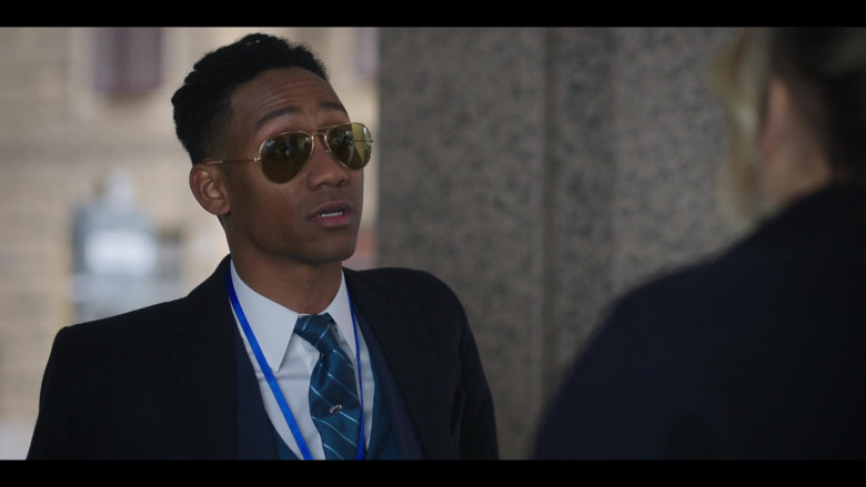 Ray-Ban Aviator Sunglasses of Griffin Matthews as Shane in The Flight Attendant S01E03