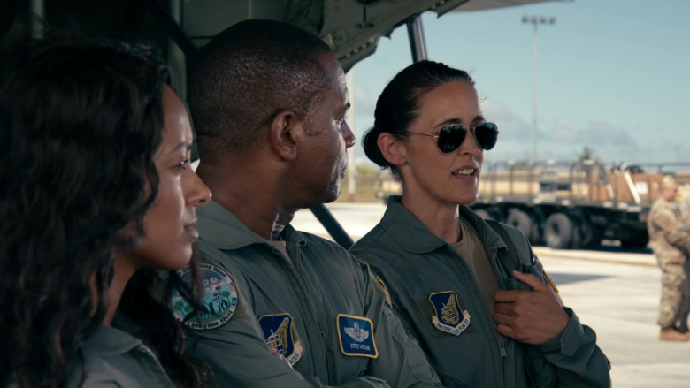 Ray-Ban Aviator Women's Sunglasses in Operation Christmas Drop Movie (2)
