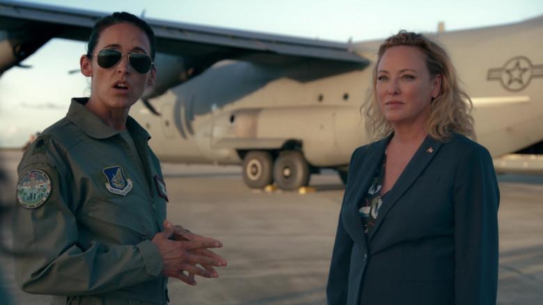 Ray-Ban Aviator Women's Sunglasses in Operation Christmas Drop Movie (3)