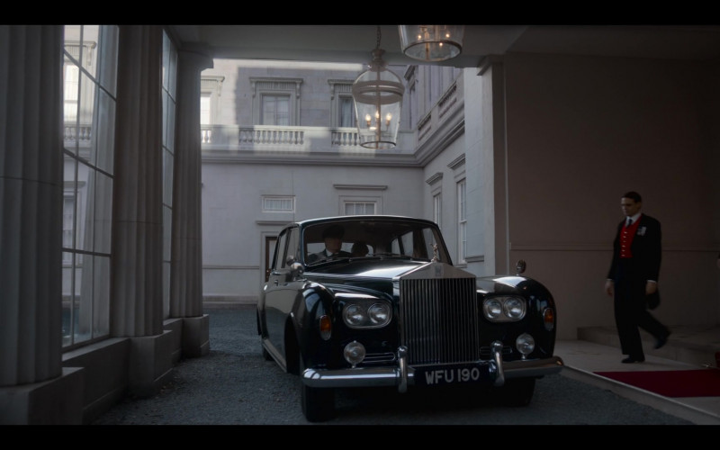 Rolls-Royce Phantom Luxury Car in The Crown S04E06 Terra Nullius (2020)