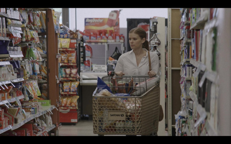 Safeway Supermarket in A Teacher S01E01 (2020)