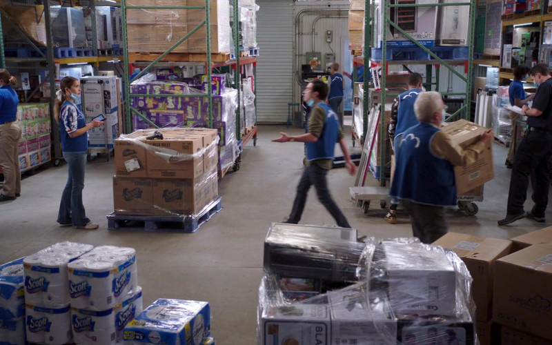 Scott Paper Towels in Superstore S06E03 Floor Supervisor (2020)