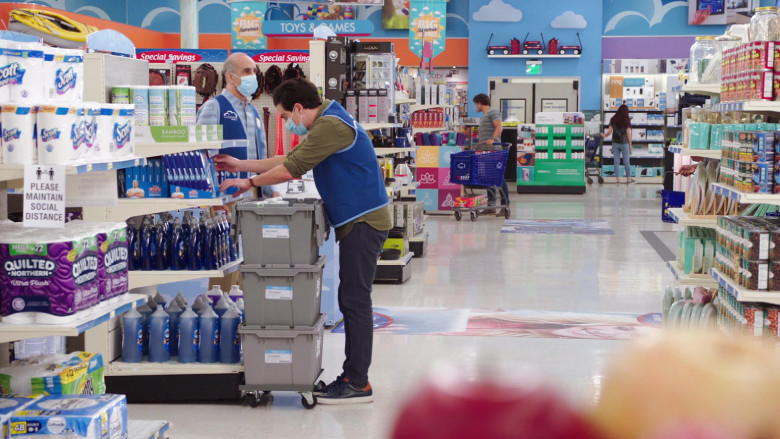 Scott and Quilted Northern Toilet Paper in Superstore S06E03 Floor Supervisor (2020)