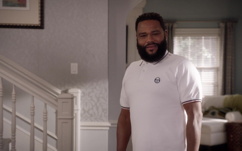 Sergio Tacchini White Polo Shirt Outfit of Anthony Anderson as Andre 'Dre' Johnson in Black-ish S07E04 (2)