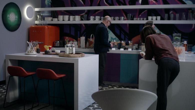 Smeg Refrigerator in The Unicorn S02E02 It's Complicated (2020)