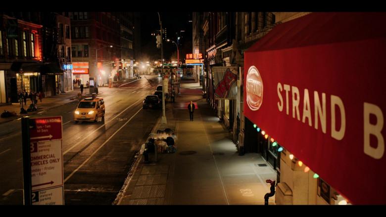 Strand Book Store in Dash & Lily S01E01 (1)