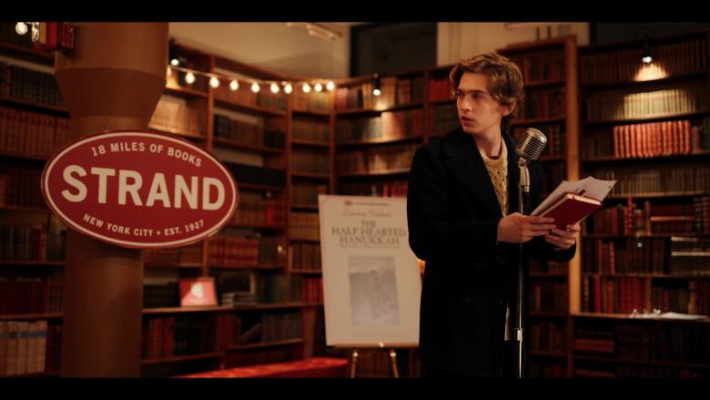 Strand Book Store in Dash & Lily S01E01 (6)