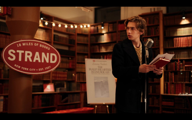 Strand Book Store in Dash & Lily S01E01 (6)