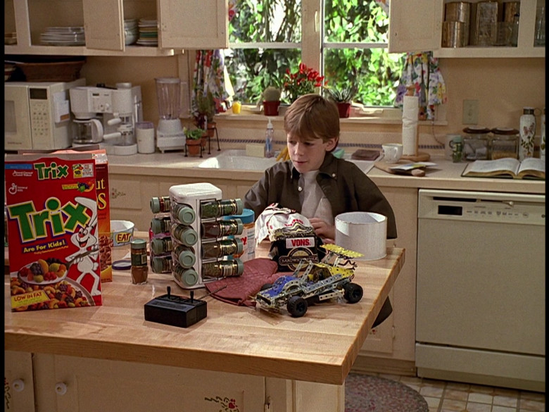 Trix Cereal and Vons Bread in Honey, We Shrunk Ourselves! (1997)