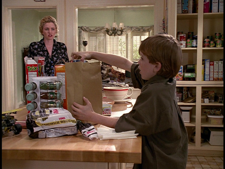 Trix and Cheerios Cereals and Vons Sandwich White Bread in Honey, We Shrunk Ourselves! (1997)
