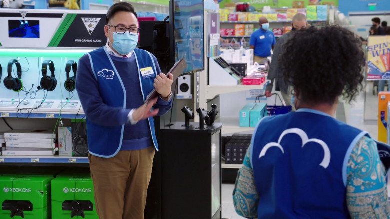Turtle Beach Gaming Headsets and Xbox One Consoles in Superstore S06E04