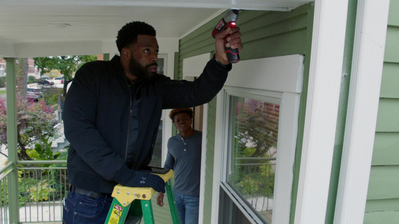 Under Armour Black Gloves of LaRoyce Hawkins as Officer Kevin Atwater in Chicago P.D. S08E02 TV Show (1)