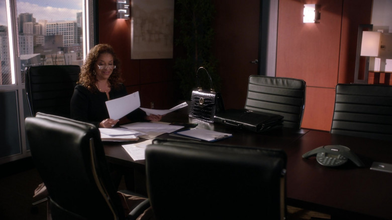 Valentino Handbag of Debbie Allen as Catherine Fox in Grey's Anatomy S17E02 The Center Won't Hold (2020)