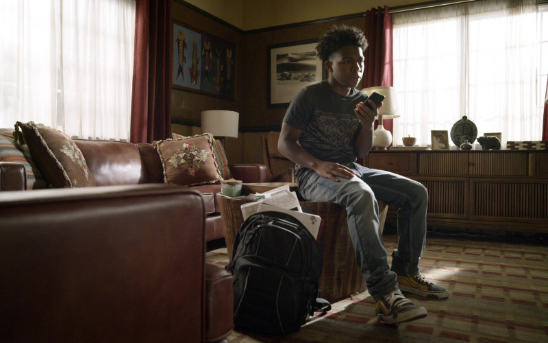 Vans Sneakers of Deshae Frost as Darryl in S.W.A.T. S04E04 Memento Mori (2020)